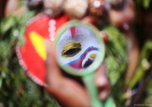 VoiE/X d'artistes en Papouasie N. Guinée. 18h 45